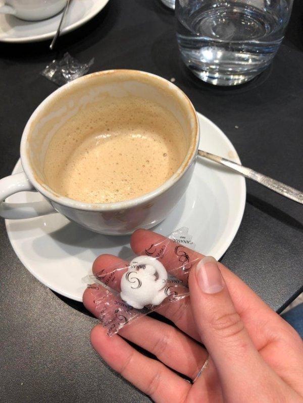Кубик сахара в форме чайничка