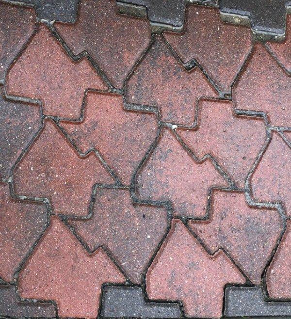 Плитки выполнены как раз в форме штата на карте.