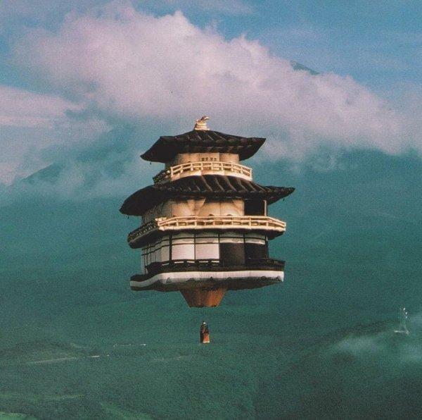 Воздушный шар в виде храма