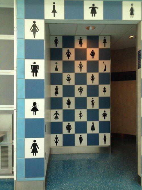 В туалете этого аэропорта рады девушкам любых форм