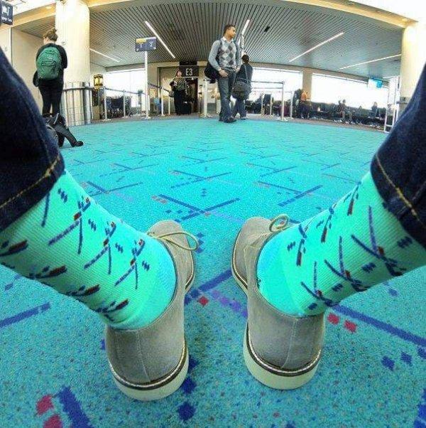 В аэропорту Портленда, США, можно купить носки и другие мелочи, которые сочетаются с местным полом
