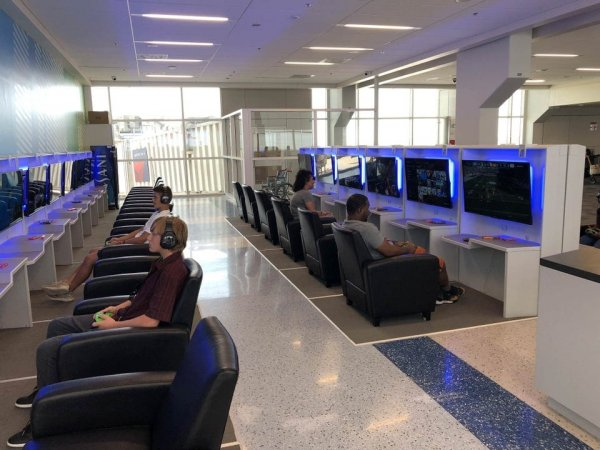В аэропорту Форт-Уэрт, США, появилась зона для игр, где можно скоротать время