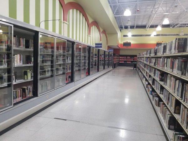 Наша местная библиотека переехала в бывший супермаркет