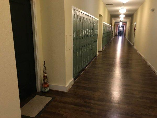 И наоборот — в бывшей школе теперь жилые квартиры