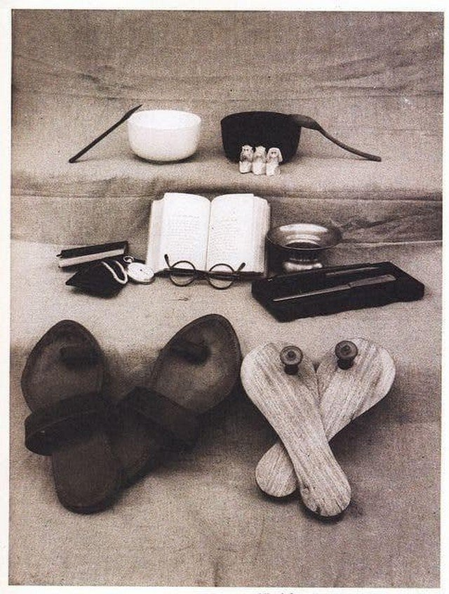Вся собственность Махатмы Ганди после его смерти. Индия, 1948 год.
