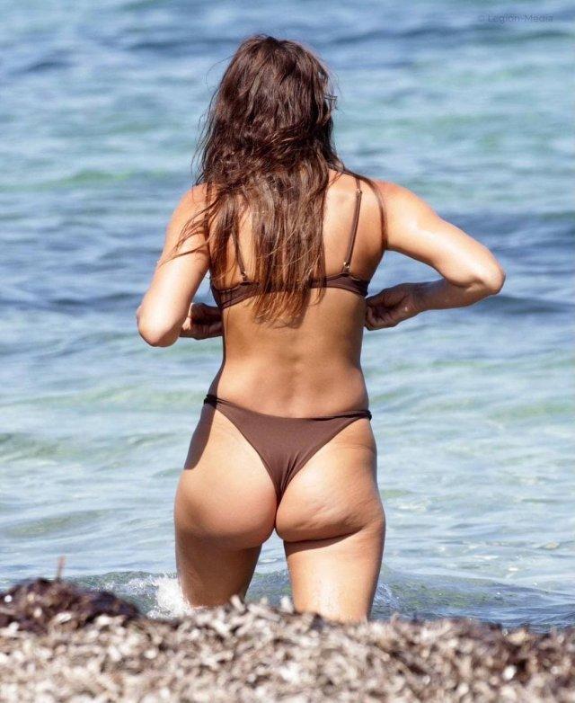 Ирина Шейк вид сзади в купальнике