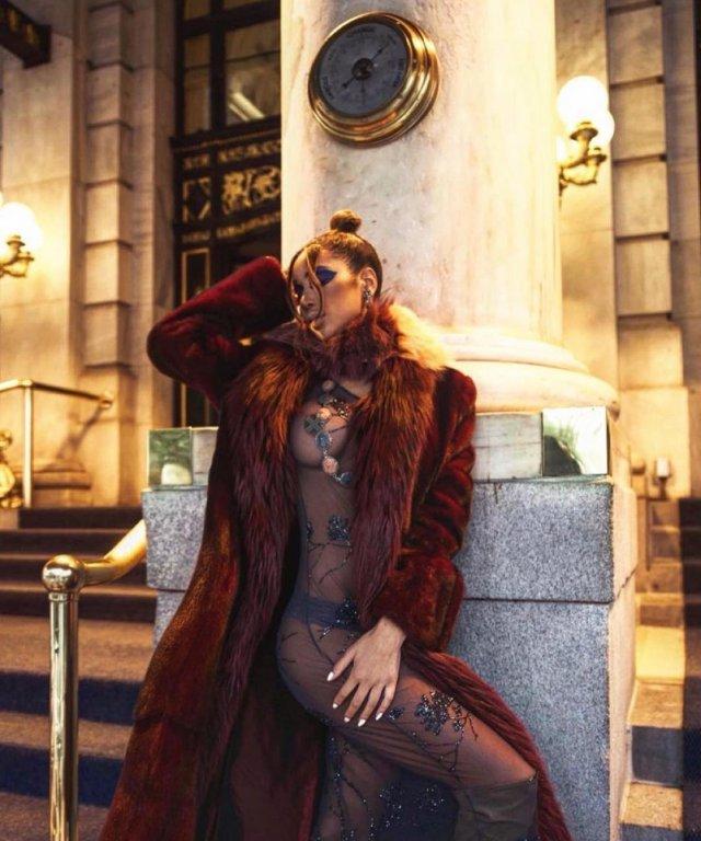 """Модель Белла Дэвис, обвинившая звезду """"Отряда самоубийц"""" Юэля Киннаман в своих бедах  в топе на голое тело"""