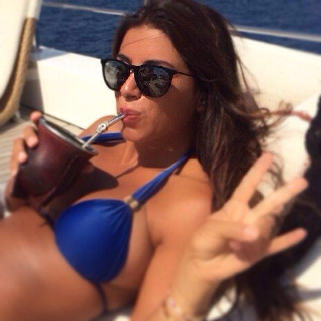 Антонелла Рокуццо - жена футболиста Лионеля Месси в синем купальнике