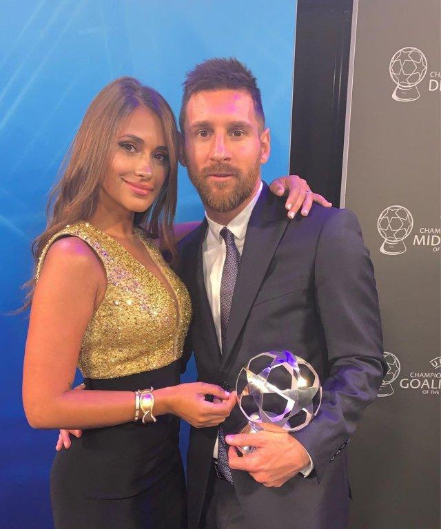 Антонелла Рокуццо - жена футболиста Лионеля Месси в золотом платье
