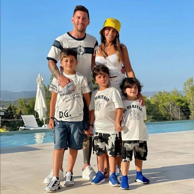 Антонелла Рокуццо - жена футболиста Лионеля Месси с детьми и мужем