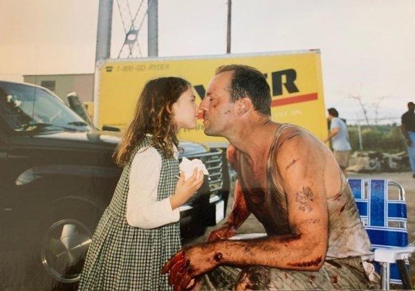 Брюс Уиллис и его дочь Румер на съёмках «Крепкого орешка»