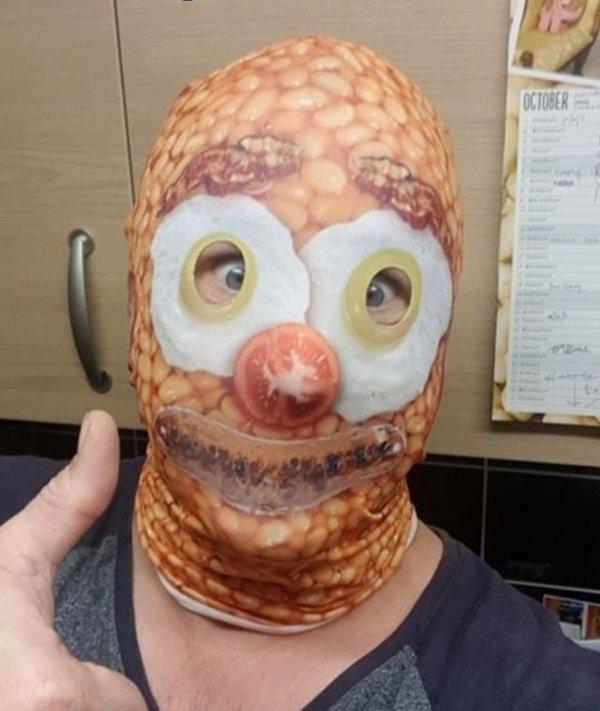 Когда в магазине сказали надеть маску, но не уточнили, какую именно