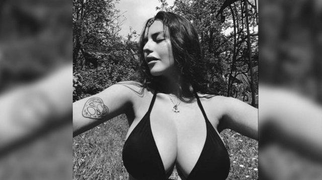 Участница Pussy Riot Рита Флорес (Маргарита Коновалова): горячая активистка в черном купальнике