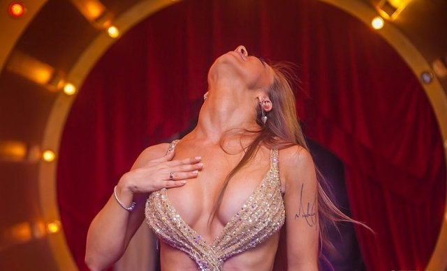 DJ МАША СИЛУЯNOVA (Мария Силуанова) - горячая девушка певица Данко  в белом топе