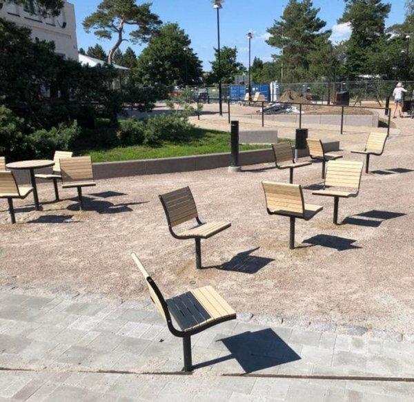 Эти стулья нельзя подвинуть