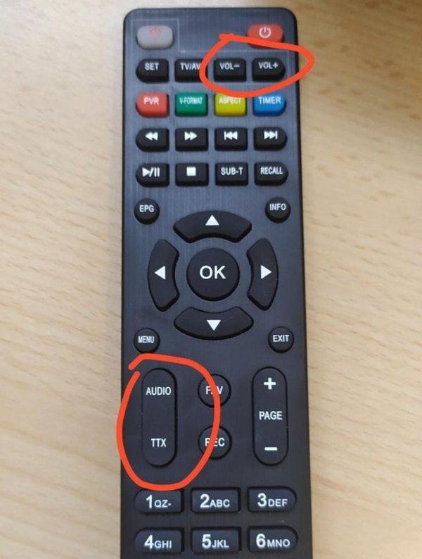 Там, где обычно регулируется звук, у этого пульта другие кнопки