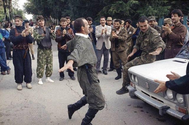 Чеченские добровольцы в Абхазии, город Гудаута, 30 сентября 1992 год.