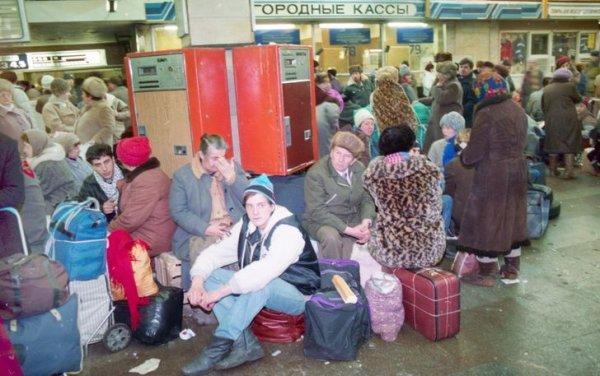 В зале ожидания на вокзале в Москве