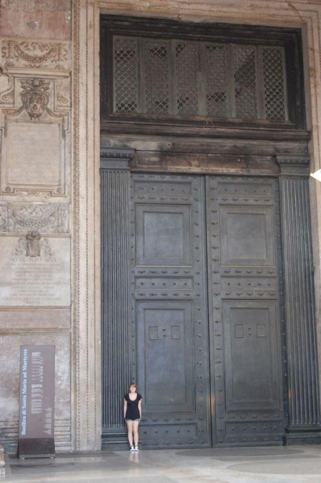 Дверь в Пантеоне, Рим