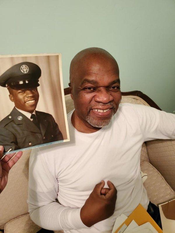 Мой папа в 18 лет и в 77 лет