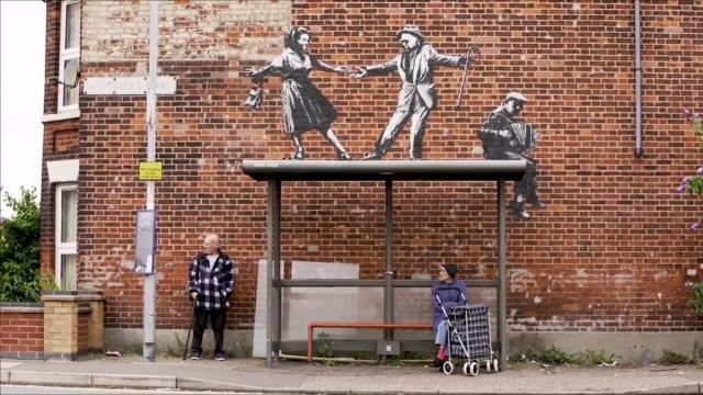 Новые работы британского уличного художника Бэнкси на восточном побережье Англии