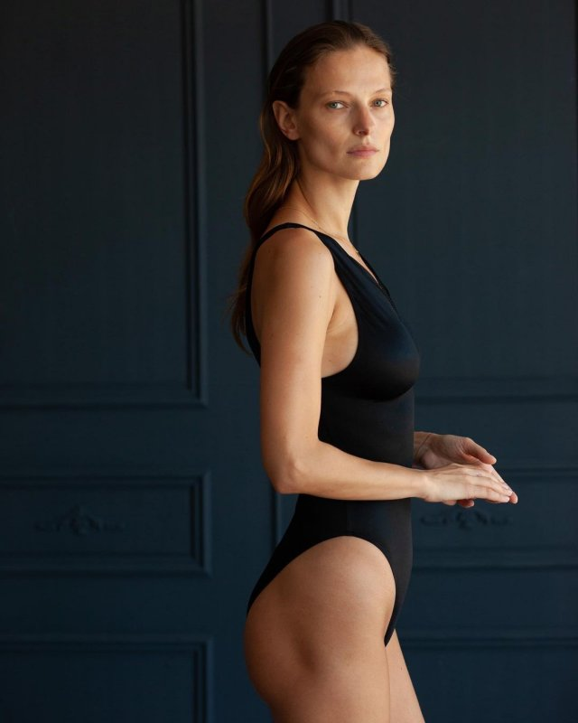 Украинская модель Татьяна Рубан, снявшаяся в клипе Светланы Лободы Indie Rock в черном купальнике