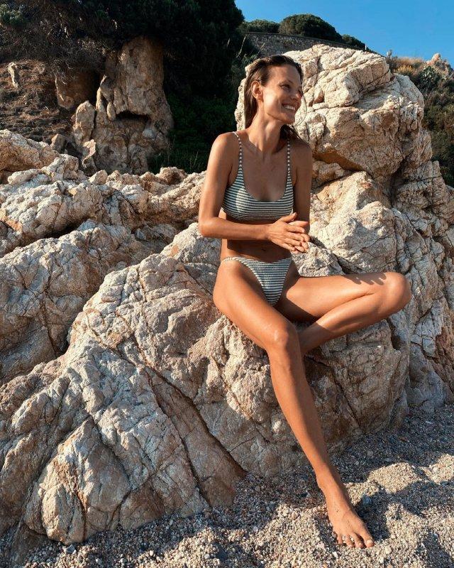 Украинская модель Татьяна Рубан, снявшаяся в клипе Светланы Лободы Indie Rock в полосатом купальнике