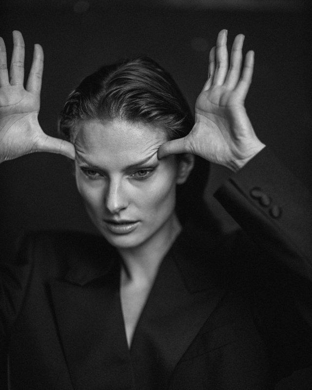 Украинская модель Татьяна Рубан, снявшаяся в клипе Светланы Лободы Indie Rock в черной кофте