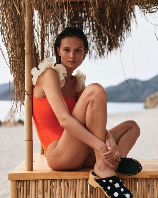 Украинская модель Татьяна Рубан, снявшаяся в клипе Светланы Лободы Indie Rock в красном купальнике