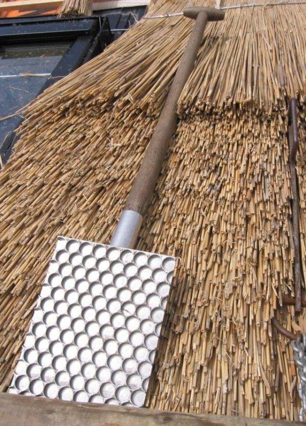 Приспособление, с помощью которого делались соломенные крыши
