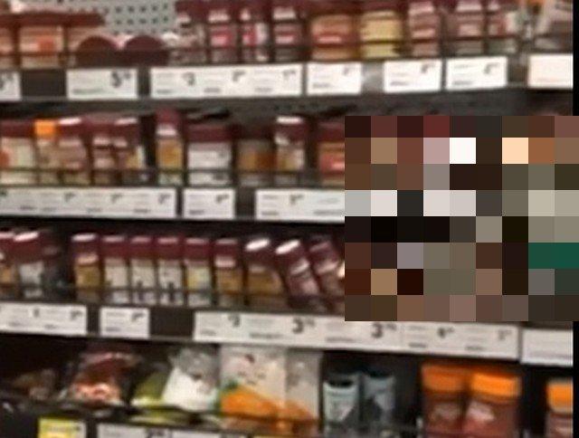 Когда пришел в магазин Австралии, а продавщица, змея такая, не хочет продавать вкусняшки