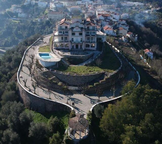 Покинутый отель в Португалии