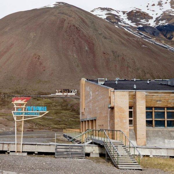 Спортивный центр имени Гагарина в забытом советском шахтерском поселке на Шпицбергене