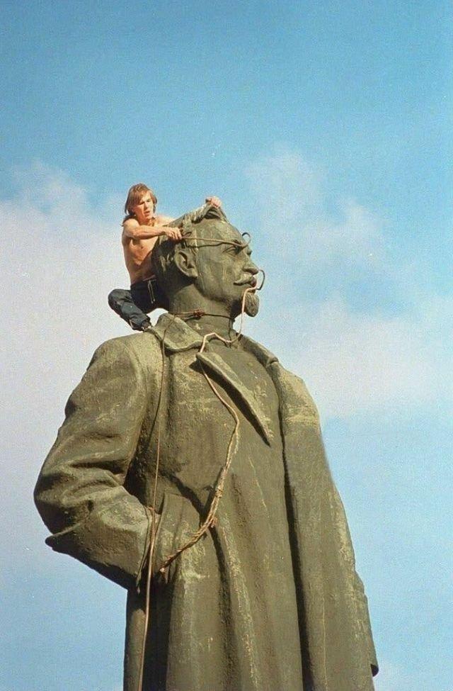 Демонтаж памятника Дзержинскому на Лубянке, Москва, 23 августа 1991 год.