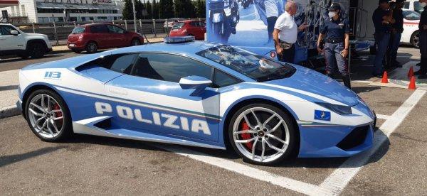В Италии завод Lamborghini передаёт машины полицейским — для патрулирования и доставки органов для трансплантации