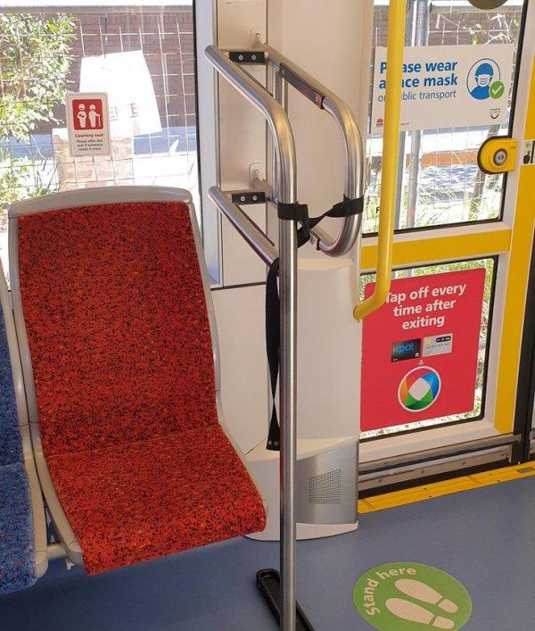 В некоторых трамваях в Австралии есть места для перевозки досок для серфинга