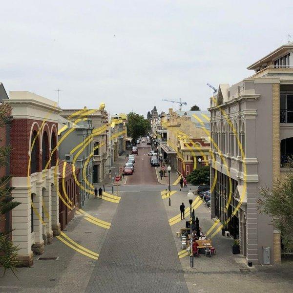 На одной из улиц в Фримантле есть оптическая иллюзия, нарисованная на нескольких зданиях