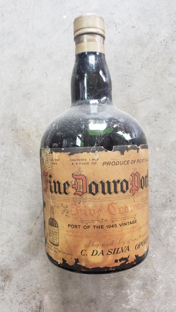 Нашёл 76-летнюю бутылку вина в гараже моей бабушки