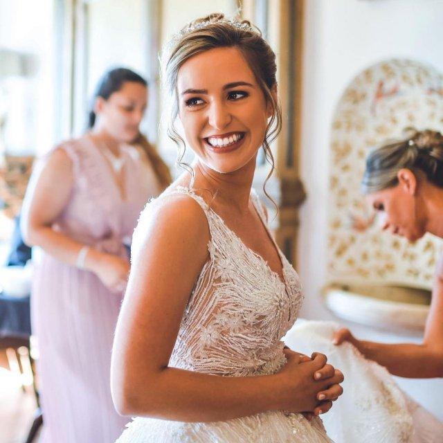 Мигел Оливейра женился на сводной сестре Андреа Пименте в свадебном платье