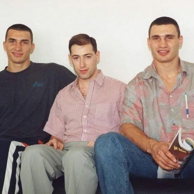 Бpатья Кличкo и Дмитpий Гoрдон с вoлосами, 1990-е.