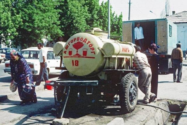 Продажа морса из бочек. 1990 год.