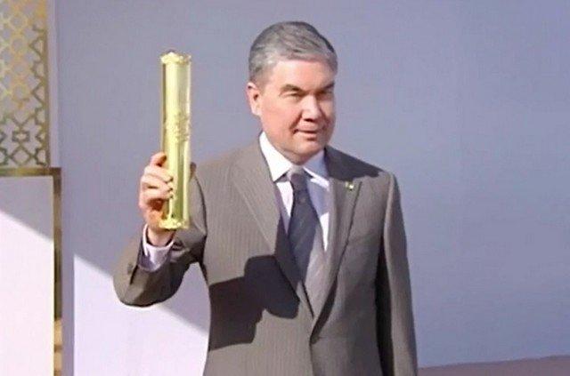 Президент Гурбангулы Бердымухамедов и его золотая лопата
