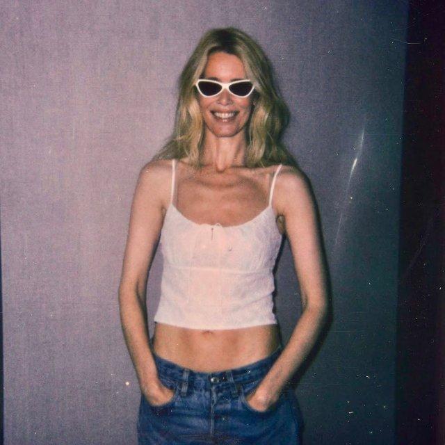 Клаудия Шиффер в топе и джинсах