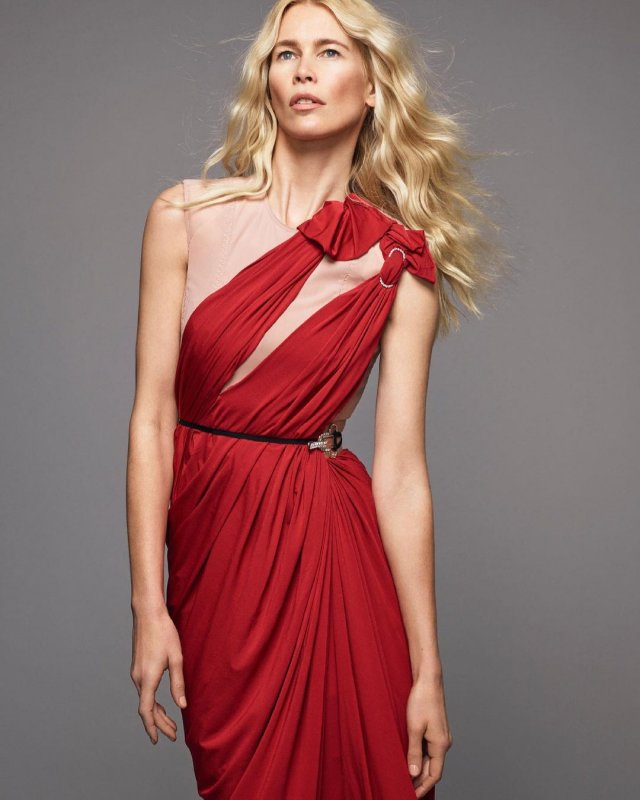 Клаудия Шиффер в красном платье