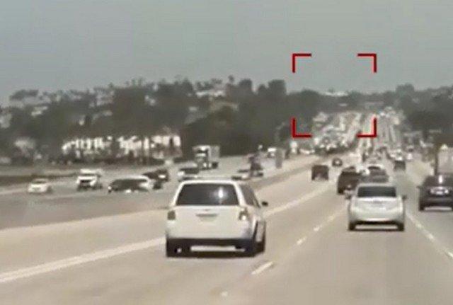 Легкомоторный самолет Piper PA-32 приземлился на дорогу около города Дель-Мар в Калифорнии