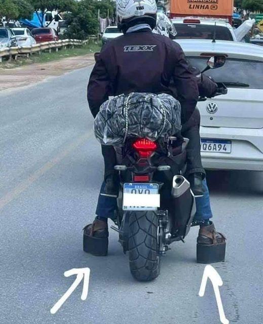 Специальная обувь для низкорослых мотоциклистов