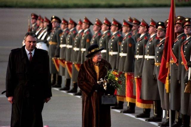 Королева Елизавета II и российский вице-премьер Олег Сосковец