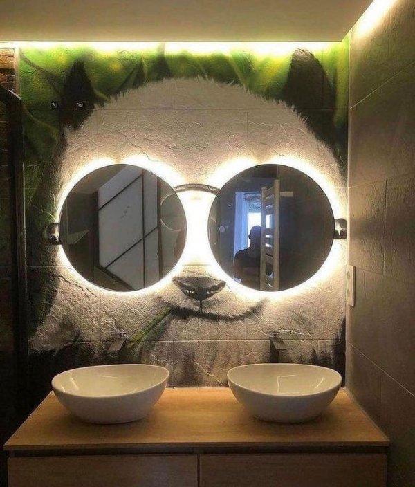 Вот так стильно можно украсить туалетную комнату в общественном месте