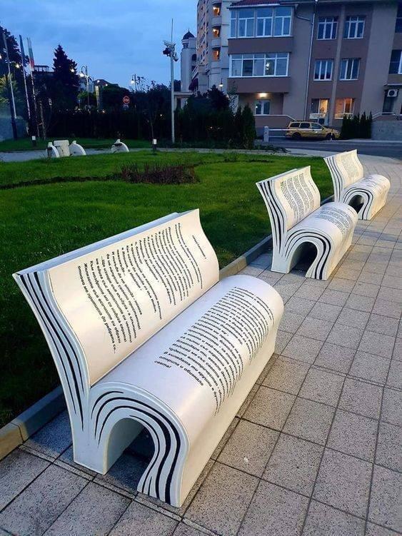 В Болгарии есть скамейки в виде книг