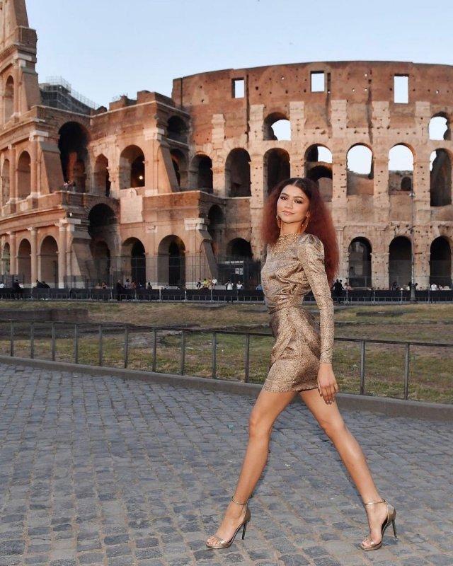 "Зендая (Зендея): звезда сериала ""Эйфория"" гуляет напротив Колизея"